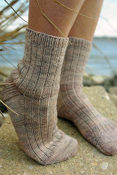 Ravelry: vjosmon's Beach Socks: toe up Crochet Socks, Knitted Slippers, Knitting Socks, Hand Knitting, Knit Crochet, Knitting Patterns, Knit Socks, Knitting Ideas, Yarn Projects
