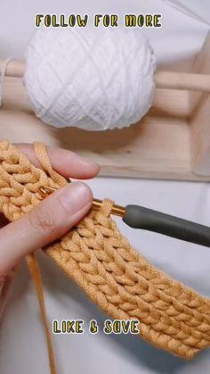 Crochet Bag Tutorials, Easy Crochet Stitches, Crochet Stitches For Beginners, Crochet Instructions, Crochet Videos, Crochet Basics, Knitting For Beginners, Crochet Crafts, Crochet Projects