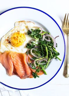 Truffled Egg with Smoked Salmon (Brain Food) - Healthy Eating Healthy Life Smoked Salmon Recipes, Healthy Salmon Recipes, Vegetarian Recipes, Clean Eating Snacks, Healthy Eating, Healthy Life, Smoked Salmon Breakfast, Brain Food, Brunch Recipes