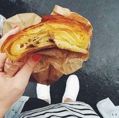 Pain au chocolat della migliore boulangeri di Parigi in Rue de Turenne, Operazione fritto misto