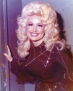Dolly Parton Young, Pretty People, Beautiful People, Dolly Parton Pictures, Dolly Parton Quotes, Vintage Western Wear, Hello Dolly, Celebs, Celebrities