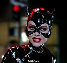 """""""Batman Returns"""" starring Michael Keaton and Michelle Pfeiffer as Catwoman. Directed by Tim Burton. Catwoman Cosplay, Cosplay Gatúbela, Cosplay Ideas, Cosplay Costumes, Michelle Pfeiffer, Catwoman Michelle, Catwoman Selina Kyle, Batman 1, Batman Und Catwoman"""