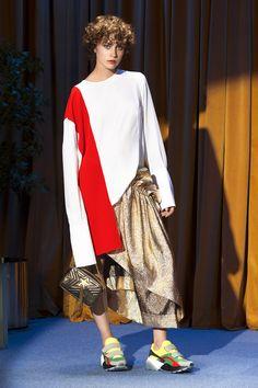 Stella McCartney Parigi - Collections Fall Winter - Shows - Vogue. Fashion Kids, Fashion 2018, Fashion Week, Runway Fashion, Fashion Outfits, Fashion Design, Fashion Trends, Fashion Boots, Tennis Fashion