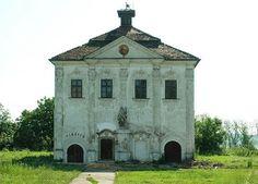 14 century buildings-gothic mansion