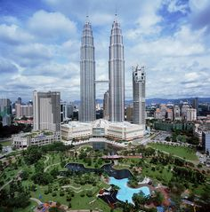 Cesar Pelli, Petronas Twin Towers, Petronas Twin Towers Cesar Pelli, Petronas Twin Towers design, Petronas Twin Towers images, Petronas Twin Towers kuala lumpur, Petronas Twin Towers malaysia - http://architectism.com/petronas-twin-towers-by-cesar-pelli/