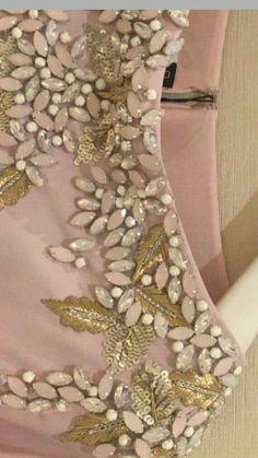 Crystal Embroidery, Zardozi Embroidery, Hand Embroidery Dress, Bead Embroidery Patterns, Embroidery On Clothes, Embroidery Works, Couture Embroidery, Bead Embroidery Jewelry, Embroidery Suits