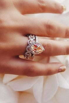 42 Morganite Engagement Rings We Are Obsessed With Are you sick and tired of diamonds? Consider morganite engagement rings – an excellent, original alternative to diamonds and other gems. Top Engagement Rings, Engagement Ring Settings, Morganite Engagement Ring Pear, Morganite Ring, Bridal Rings, Wedding Jewelry, Indian Wedding Rings, Pink Wedding Rings, Indian Bridal