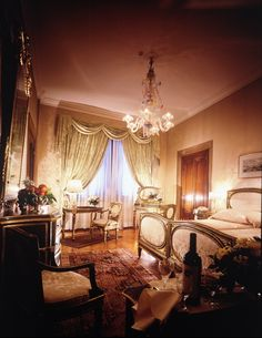 Hotel Danielle Venice, Italy - walk to Harrys bar http://pinterest.com/pin/494410865315348444/