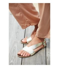 Under Wraps Leather Banded Slip On Sandals jTFIEUGSi