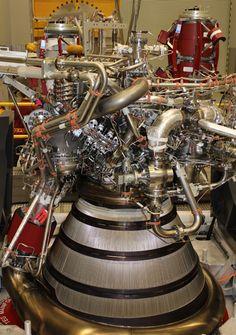 J-2X E10001 Assembly Complete. (NASA/MSFC)
