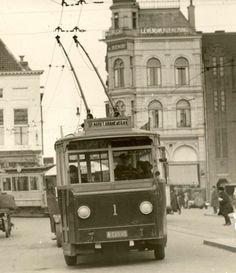 Groningen, Nederland, 1928. Trolleybus Grote Markt - Kraneweg