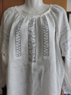 Hardanger Embroidery, Hand Embroidery, Blouse Styles, Blouse Designs, Drawn Thread, Linens And Lace, Bobbin Lace, Baby Knitting Patterns, Summer Tops