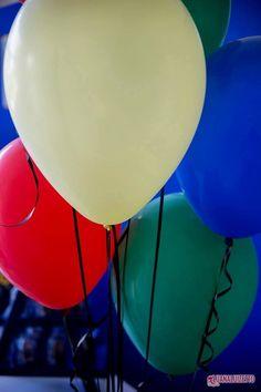 Balões de 11 polegadas inflados com gás hélio. Consulte nosso site: www.balaocultura.com.br.   Créditos: Projeto e decoração:  O Chá das 5 Fotos Luana Luizetto   Fotografia Bolo e doces Delicada Receita Balões Balão Cultura Brindes Vim de Camiseta