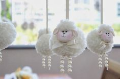 Im soo making this! Sheep Crafts, Felt Crafts, Easter Crafts, Diy And Crafts, Christmas Crafts, Wool Dolls, Diy Ostern, Baby Lamb, Pom Pom Crafts