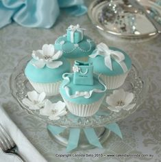 Breakfast at Tiffany's Theme Bridal Shower/Birthday Party/Baby Shower cupcakes and cupcake stand Pretty Cupcakes, Beautiful Cupcakes, Fun Cupcakes, Cupcake Cookies, Elegant Cupcakes, Decorated Cupcakes, Fondant Cupcakes, Cupcakes Bonitos, Cupcakes Lindos