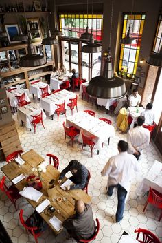 Trattoria Olivetti in Buenos Aires, Argentina Deco Restaurant, Restaurant Concept, Restaurant Interior Design, Cafe Interior, Interior And Exterior, Cottage Restaurant, Restaurant Layout, Simple Interior, Cafe Bar