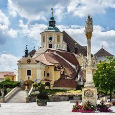 1000things.at präsentiert euch 10 Ausflugshighlights im Burgenland, die auf euren Besuch warten. Mansions, House Styles, Home Decor, Waiting, Travel Destinations, Viajes, Decoration Home, Room Decor, Fancy Houses