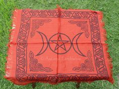 1 x TRIPLE MOON PENTACLE ALTAR CLOTH 457 x 457 mm RED Wicca Pagan Witch