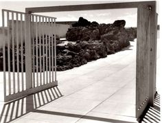 Plaza de Las Fuentes, Jardines del Pedregal, Ciudad de México, DF 1948-1949 - Arq. Luis Barragán Foto: Armando Salas Portug...