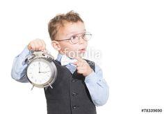 """Laden Sie das lizenzfreie Foto """"kleiner junge erinnert an die zeitumstellung"""" von bg-pictures zum günstigen Preis auf Fotolia.com herunter. Stöbern Sie in unserer Bilddatenbank und finden Sie schnell das perfekte Stockfoto für Ihr Marketing-Projekt!"""