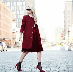 lowest price 97058 882ce dresscode festlich elegant blonde frau roter lippstick roter mantel  absatzschuhe rock party mood