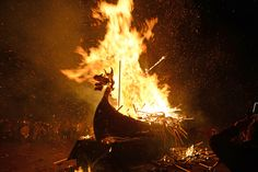 The Scottish Viking Fire Festival You Need to See to Believe: The festival rituals are rooted in Norse Yuletide traditions. Festival Dates, Fire Festival, Viking Longboat, Up Helly Aa, Old Norse, Norse Pagan, Norse Mythology, Viking Culture, Viking Ship