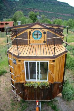 The Nautical Tiny House by Rogue Valley Tiny Home Construction I just showed you Jeremy Matlock's first tiny house build, and here's his second, the Nautical House! It got it's name because people often said it looked like it belonged on wate… Tyni House, Tiny House Living, Out House, House Stairs, House Floor, Tiny House Movement, Small Room Design, Tiny House Design, Tiny House Plans