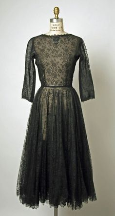 1950 Balenciaga Evening dress Metropolitan Museum of Art, NY.