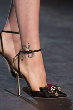Dsquared² Sping 2017 foot tattoos Dsquared² at Milan Fashion Week Spring 2017 Stiletto Heels, High Heels, Ankle Heels, Ankle Tattoos For Women, Pretty Heels, Fashion Magazin, Tattoo Style, Beste Tattoo, Mini Tattoos