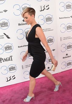 Scarlett Johansson Photos - Actress Scarlett Johansson attends the 2015 Film Independent Spirit Awards at Santa Monica Beach on February 2015 in Santa Monica, California. Best Short Haircuts, Short Bob Hairstyles, Cute Hairstyles, Scarlett Johansson, Spirit Awards, Assymetrical Haircut, Short Hair Cuts, Short Hair Styles, Long Faces