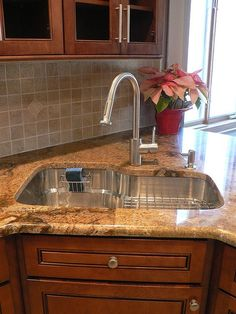 corner kitchen sink, love this!