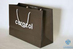 bolsa de lujo en papel con refuerzos de cartón en boca y base