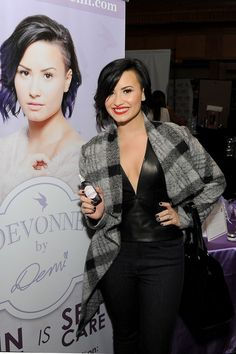 44 Times Demi Lovato Looked Absolutely Flawless Demi Lovato Pictures, Absolutely Flawless, Grunge Hair, Cosmopolitan, Celebrity Style, Cool Outfits, Celebs, My Style, Hair Styles