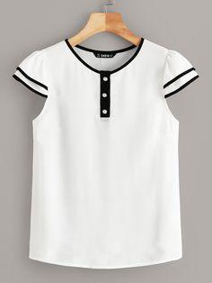 Blusa con diseño de botón medio con tubería en contraste | SHEIN Summer Blouses, Summer Shirts, Blouse Styles, Blouse Designs, Fashion Clothes, Fashion Dresses, Woman Outfits, Mode Style, Clothes For Women