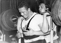 """""""Русские атлеты, с которыми мы соревновались, по настоящему милые и приятные люди, - вспоминает Эд Коэн, впервые посетивший Советский Союз в 1988 году. - Там был один сильный парень. Он выступал в категории до 110 кг. Он присел 333 кг с высоко положенным грифом, без бинтов и без специального костюма для приседаний, пожал 250 кг и показал в тяге - 350 кг"""". Атлетом, который впечатлил Эда Коэна, был легендарный Владимир Миронов. В то время этот 30-летний спортсмен на многие годы вперед опередил…"""