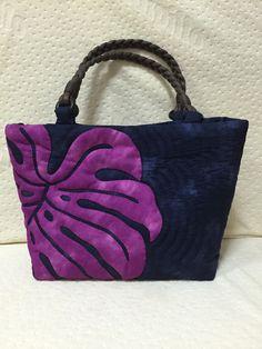 ハワイアンキルトのモンステラトート小:ネイビー   バッグ・財布 > バッグ > トートバッグ   ハンドメイド・手作り作品の通販、販売 tetote(テトテ)