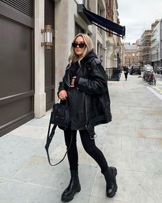 Check out full blog post on Fall Outfit Ideas: 10+ Street Style Looks to Copy Now at FifthAvenueGirl.com Adrette Outfits, Neue Outfits, Cute Casual Outfits, Winter Fashion Outfits, Fall Winter Outfits, Casual Winter, Urban Outfit, Mode Instagram, Tumbrl Girls
