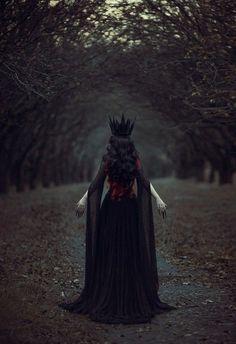 wonderlandshitt:  The black queen