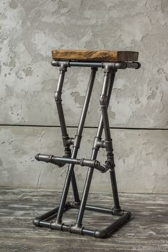 Woodworking Bar Ideas, Woodworking Projects Diy, Industrial Chair, Rustic Industrial, Bar Chairs, Bar Stools, Iron Chairs, Pipe Furniture, Furniture Design