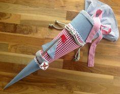 Lieblingskaro: Schultüte mit Applikationen für blindes Kind