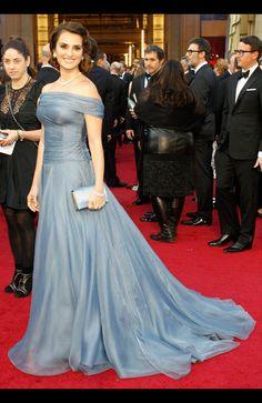 アカデミー賞ファッション速報! レッドカーペットで豪華セレブをパパラッチ  ペネロペ・クルスは安定感のある王道ドレスアップ