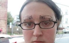 Eyebrow Fails, these are still some of the worse eyebrows trend you have ever seen Funny Eyebrows, Crazy Eyebrows, Worst Eyebrows, Makeup Eyebrows, Funny Tattoos Fails, Tattoo Fails, Worst Tattoos, Terrible Tattoos, Craziest Tattoos