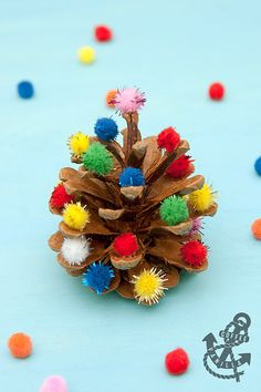 Simple pinecone craft idea for kids. using pine cones and pom-poms alone. Easy To Make Christmas Ornaments, Pine Cone Christmas Tree, Christmas Art, Christmas Decorations, Xmas, Projects For Kids, Crafts For Kids, Arts And Crafts, Paper Crafts