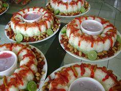 Rosca botanera.... jícama,cacahuates,churritos,chamoy,chile y limón :)