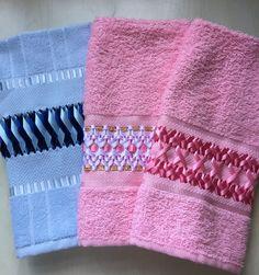 Toalhas de lavabo bordadas em fita
