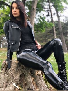 by You are in the right place about black girl fashion winter Here Mode Latex, Fashion Moda, Womens Fashion, Vinyl Leggings, Latex Pants, Botas Sexy, Leder Outfits, Latex Girls, Black Girl Fashion