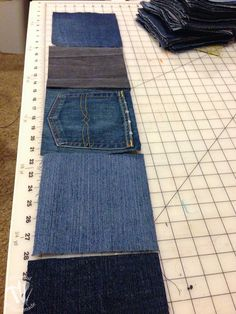 Make this easy water-resistant upcycled jeans picnic blanket from your old jeans. It makes a super sturdy picnic blanket for the spring and summer. Denim Quilt Patterns, Denim Quilts, Waterproof Picnic Blanket, Picnic Quilt, Denim Ideas, Denim Crafts, Opus, Jeans Fabric, Diy Sewing Projects
