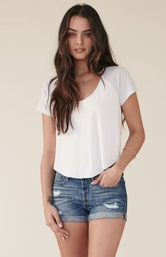 Round About Short Sleeve Raglan T-Shirt Womens Workout Outfits, Sporty Outfits, Girl Outfits, Fashion Outfits, Kendall And Kylie Collection, Fitness Wear Women, Lifestyle Clothing, Active Wear For Women, Chiffon Tops