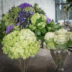 Preciosa combinación de arreglos con hortensia, brasica y lisianthus morado. Septiembre 2012