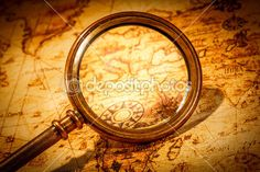 Vintage magnifying glass lies on an ancient world map — Foto de Stock